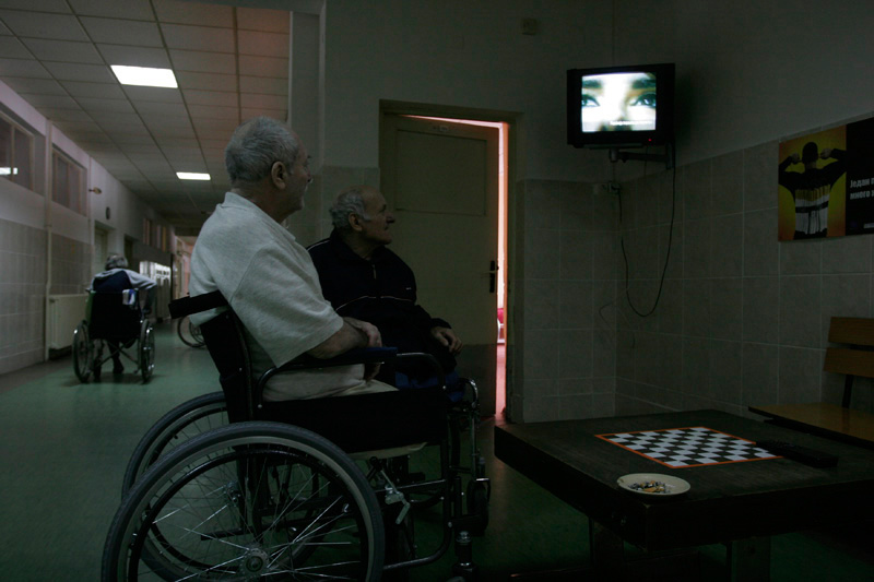 People with disabilities are watching tv in orthopaedic company